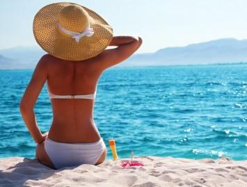 Saulės smūgis ‒ simptomai ir pirmoji pagalba