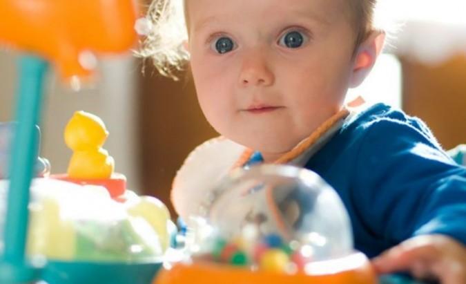 Vaikštynės, šokliukai ir kiti prietaisai kūdikiams ‒ naudinga ar žalinga?