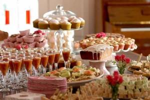 Šventės be persivalgymo – misija įmanoma