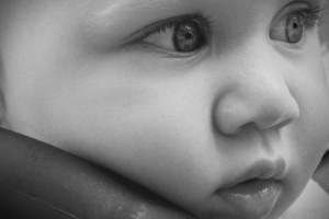 Skausmingas kūdikių dantukų dygimas. Kaip sumažinti skausmą ir palengvinti būklę?