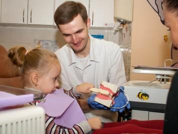 Kaip taisyklingai valyti dantukus?