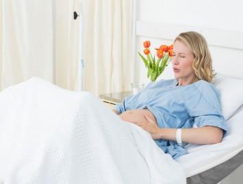 Nuskausminimas gimdymo metu – vieningos nuomonės nėra