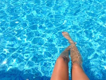 Vasara ir tinstančios kojos: kaip sau padėti?