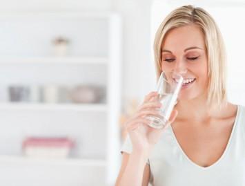 Vandens dietos nauda ne tik metant svorį
