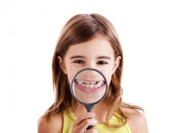 Kuo išskirtinis vaikų dantų kariesas?