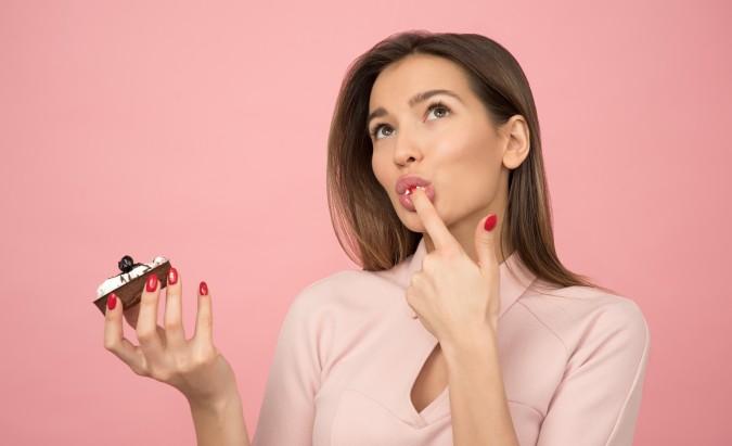 Emocinis valgymas gali įvilioti į nepastebimas pinkles