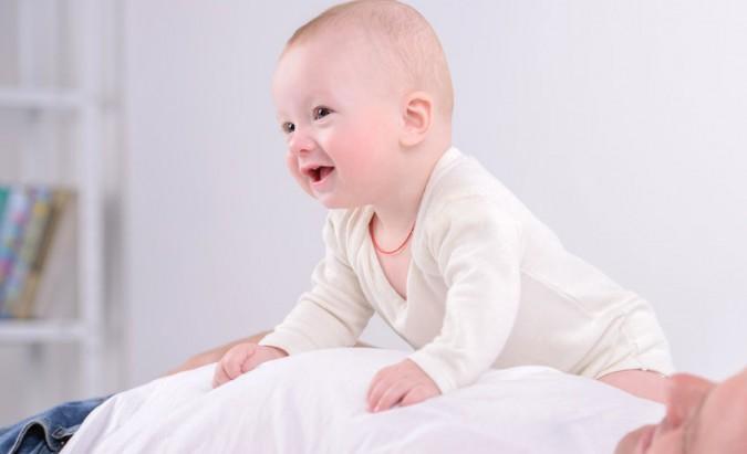 Kūdikių mankšta ‒ sportuojame nuo lopšio