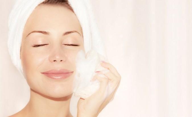Veido valymas namuose ar pas dermatologą – ką rinktis?