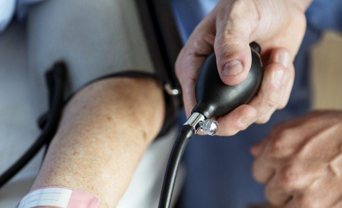 hipertenzija spaudimas ka daryti namie)